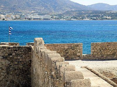 Самый солнечный город Крита: достопримечательности Иерапетры