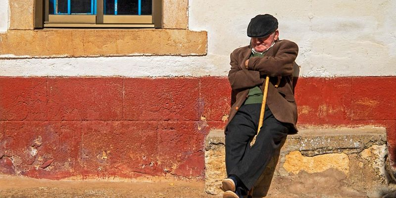 """Sleeping Shops"" or Siesta in Greece"